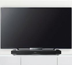 Photo d'une TV posée sur un plateau barre de son - crédit : Sony